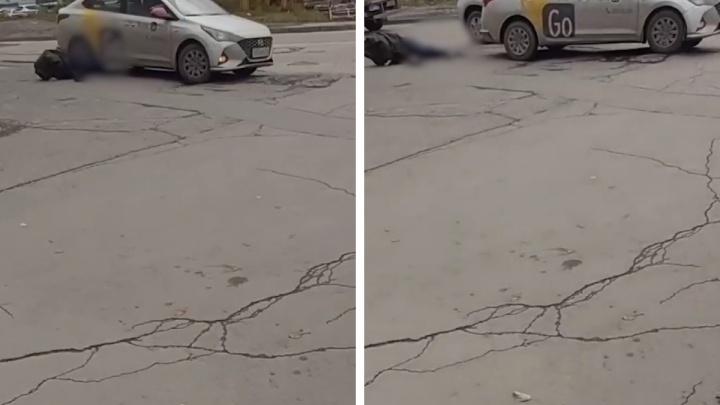 «Он достал ножик, я выкинул его из машины»: в Новосибирске таксист проехал по ногам пассажира после конфликта