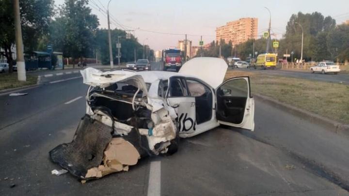 «Свист колес и удар»: в Тольятти две иномарки превратились в груду металла
