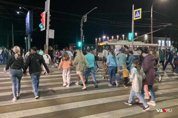 На Мамаев курган 8 мая отправились сотни жителей города