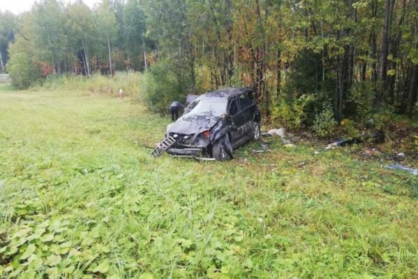 От удара Lexus выбросило с дороги