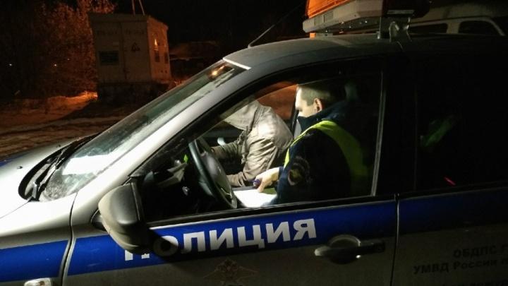 В Кургане пьяный тюменец пытался скрыться на угнанной машине от полиции