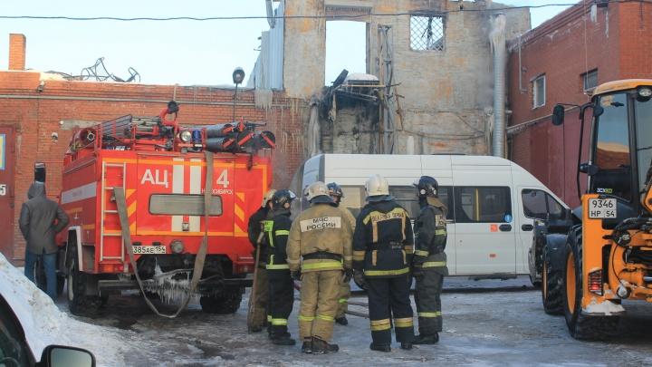 Что известно о пожаре в гаражном кооперативе Новосибирска — 7 снимков с места трагедии, где погибли люди