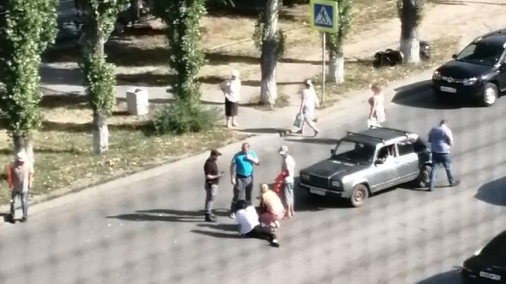 В Волжском «Лада» сбила человека на пешеходном переходе