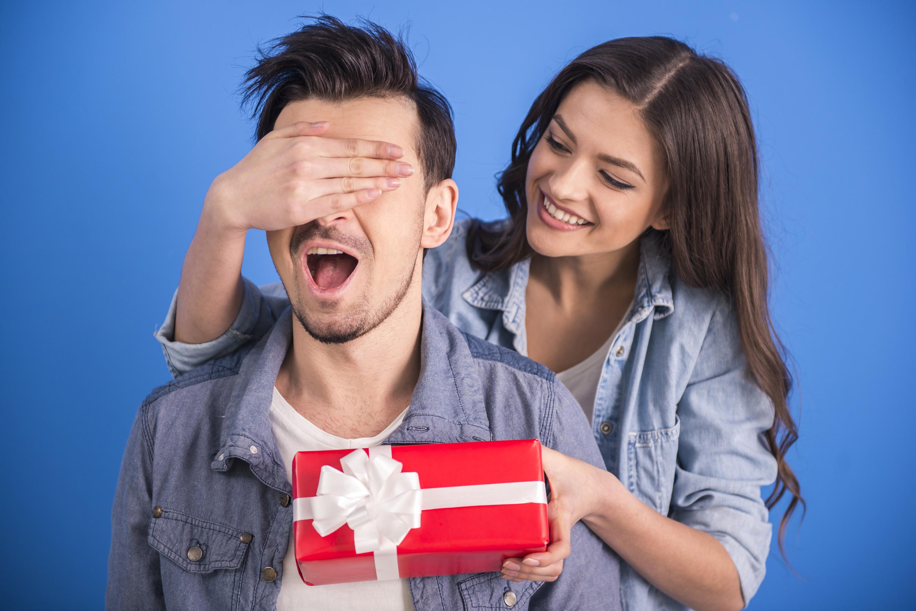 Подходящий подарок для мужчины можно также найти на СберМаркете