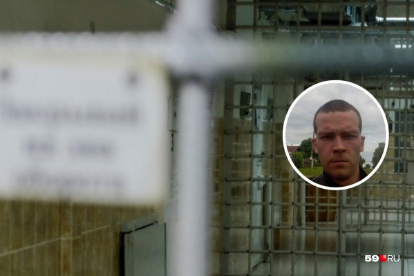 Романа Костарева признали потерпевшим от пыток в отделе полиции, мужчина подал иск к МВД