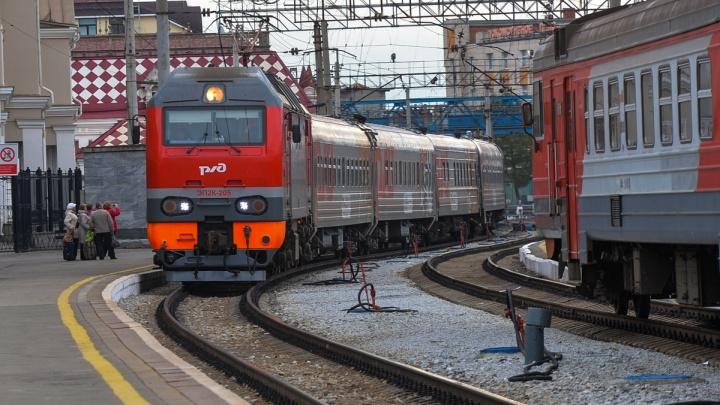 Пассажиры поезда, который ехал в Екатеринбург, замерзли из-за лопнувших в вагонах труб