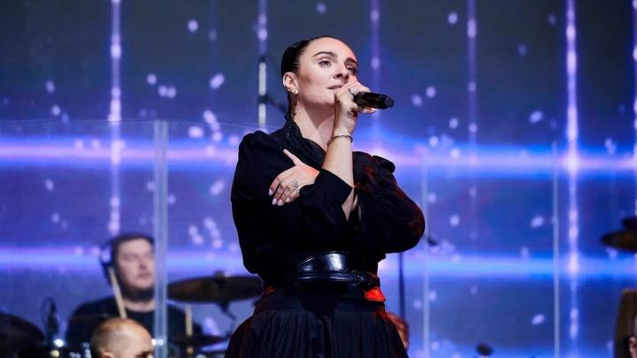 Елена Ваенга отказалась от гонорара за выступление в Екатеринбурге на 9 Мая