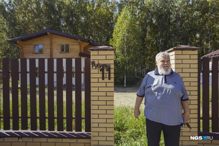 Сперва Юрий Верещагин искал участок в «Соловьях» на улице имени художника Василия Верещагина, но по душе пришелся свой кусочек парка на Рублева