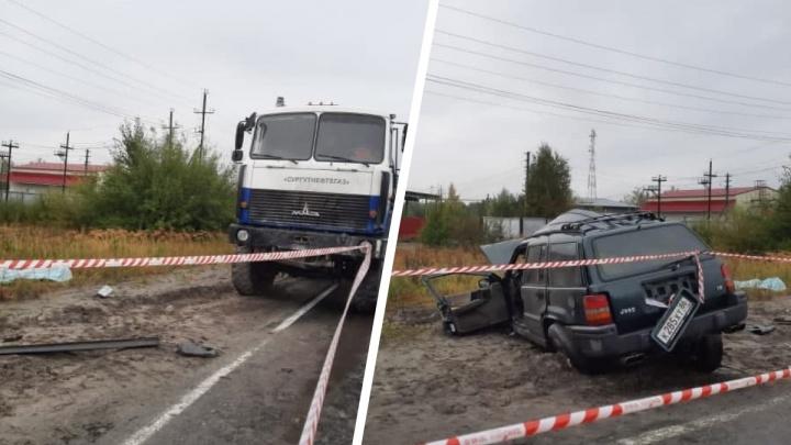 В Лянторе в жуткой аварии погибли два человека