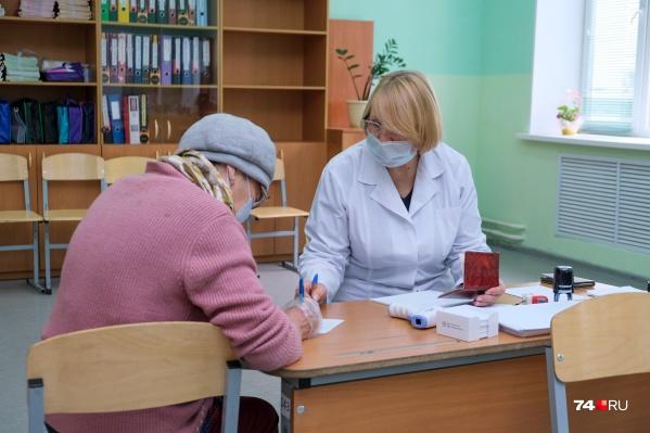 """О введении доплат Ирина Гехт уже <a href=""""https://74.ru/text/health/2021/10/01/70168292/"""" class=""""_ io-leave-page"""" target=""""_blank"""">заявляла</a> <nobr class=""""_"""">1 октября</nobr>, теперь стала известна сумма за одного вакцинированного от коронавируса человека"""