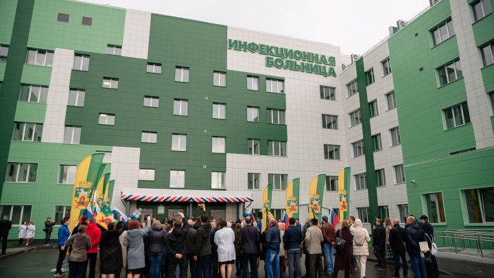 В Новокузнецке открыли новую инфекционку. Посмотрите, как это было, в нашем фоторепортаже