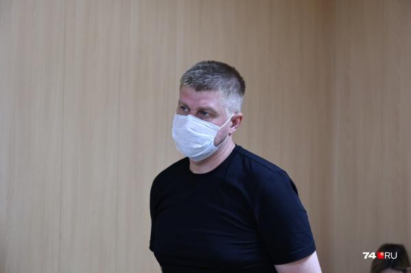 Игоря Печенкина пока пытаются привлечь к административной ответственности за выезд на встречку, из-за которого случилась авария с пятью машинами