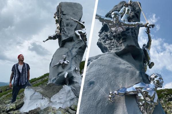 Высота скульптуры — четыре метра