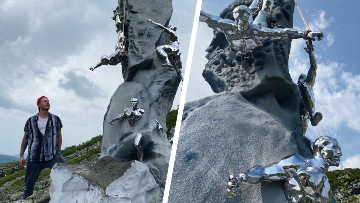 На перевале Дятлова установили огромный памятник