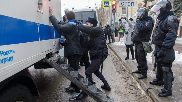 Задержанных участников несанкционированной акции протеста в Волгограде оштрафовали на 10тысяч рублей