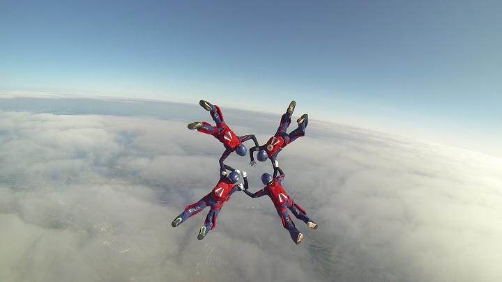 Летают как птицы: фоторепортаж с чемпионата по парашютному спорту в Самаре