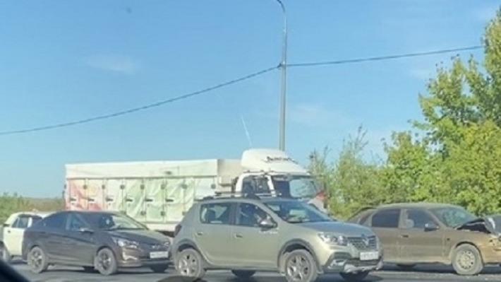 И мотоцикл — замыкающий: крупное ДТП в Краснооктябрьском районе Волгограда