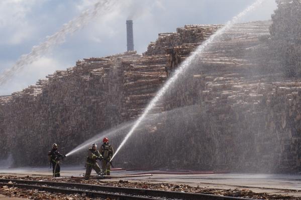 """Благодаря слаженным и оперативным действиям всех служб пожар локализовали на площади <nobr class=""""_"""">565,6 квадратны</nobr>х метра"""