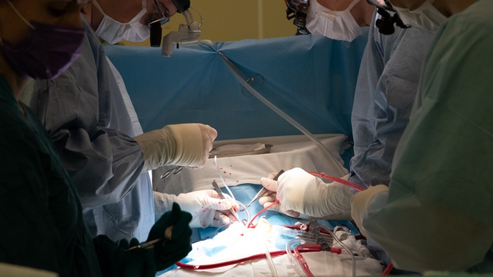 Три операции к трем годам: красноярские врачи спасли малышку со сложнейшим пороком сердца