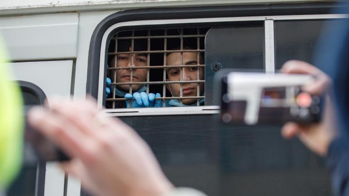 Колонны ОМОНа и убегающие подростки: смотрим самые яркие фото протестного дня в Волгограде