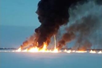 Природнадзор выясняет, чей подводный трубопровод прорвало в Оби под Нижневартовском, где горит нефть