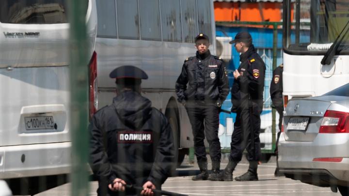 Торговцы рынка в старом аэропорту Ростова устроили стрельбу