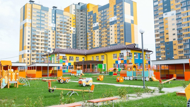 Своя набережная и детский сад прямо во дворе: почему люди переезжают в уютный мини-полис на берегу реки