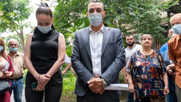 Какова цена слов сити-менеджера? Чиновники встретились с жильцами уничтожаемого ими дома в Кривошлыковском