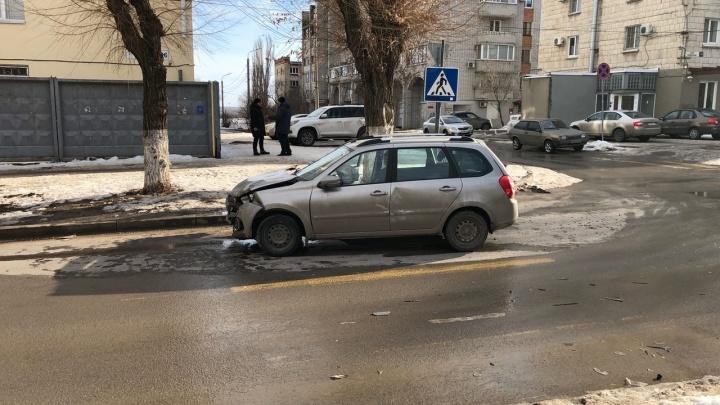 «Морда» в хлам и масло на асфальте: в центре Волгограда стал проблемным еще один перекресток