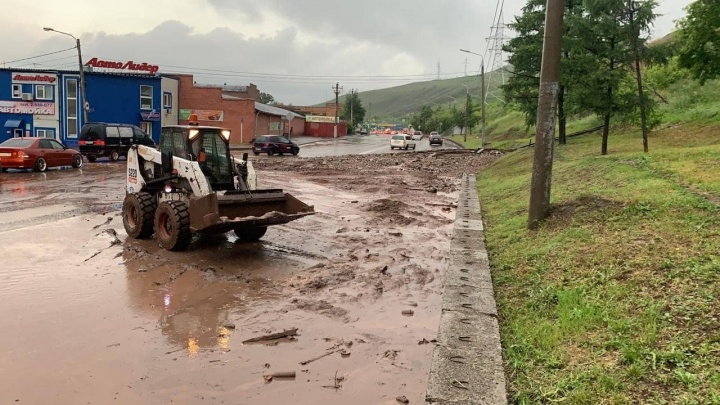 Коротко о ситуации в городе после ливня: техника откачивала воду всю ночь