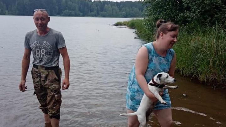 Не очень романтичное путешествие: на Урале пара отдыхающих с собакой чуть не утонула у острова Любви