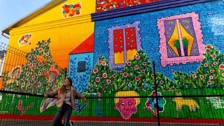 Цветущие сады и расписные домики: 7 мест для необычной фотосессии на фоне стрит-арта в Тюмени