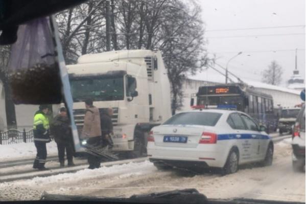 В Ярославле из-за большого количества ДТП каждый день скапливаются пробки на дорогах