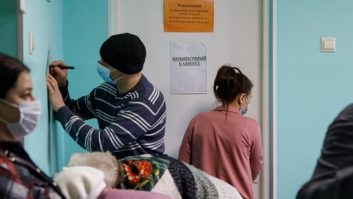 В Волгограде облздрав объяснил появление черных пятен после вакцинации «СпутникомV»