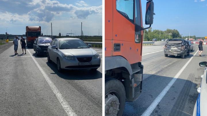 Водитель грузовика устроил массовое ДТП на ЕКАД