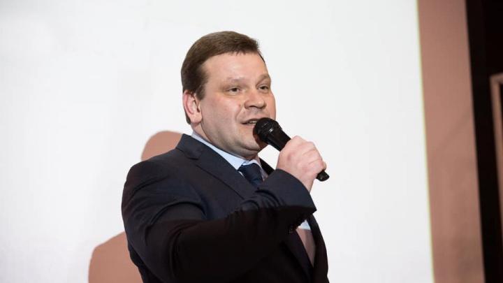 Когда разберутся с пробками в Академическом и как будут ремонтировать Малышева: стрим с главой Ленинского района