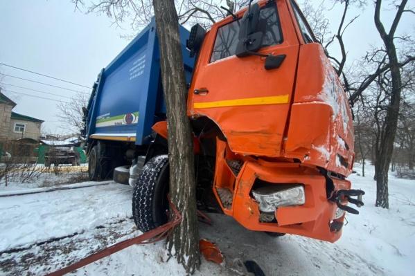 Житель Дубовки выбрал местом для свидания кабину мусоровоза