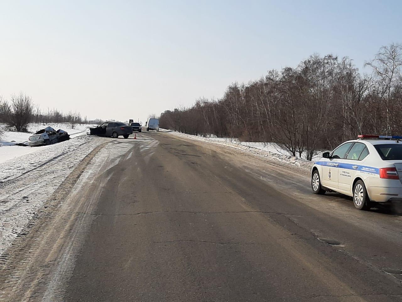 Машины столкнулись на узкой дороге