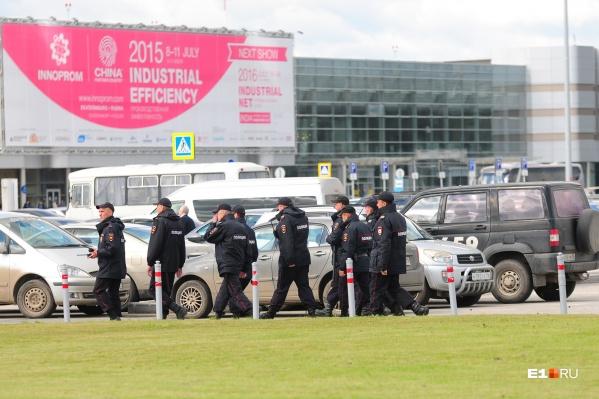 Полиция забрала дебошира из самолета