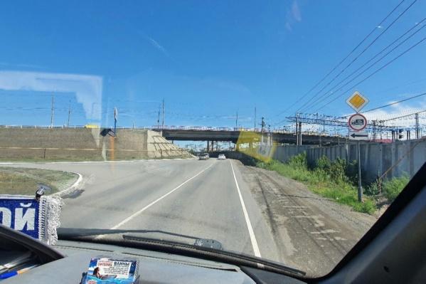 Курганцы считают, что новые правила ухудшили аварийность на дороге под мостом