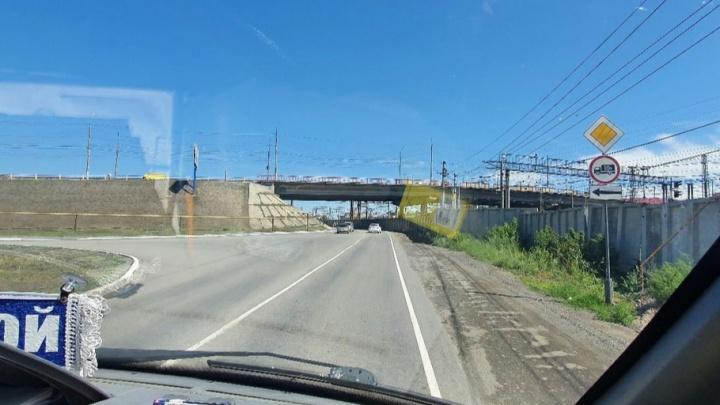 Власти Кургана объяснили смену приоритета проезда на дороге по улице Омской