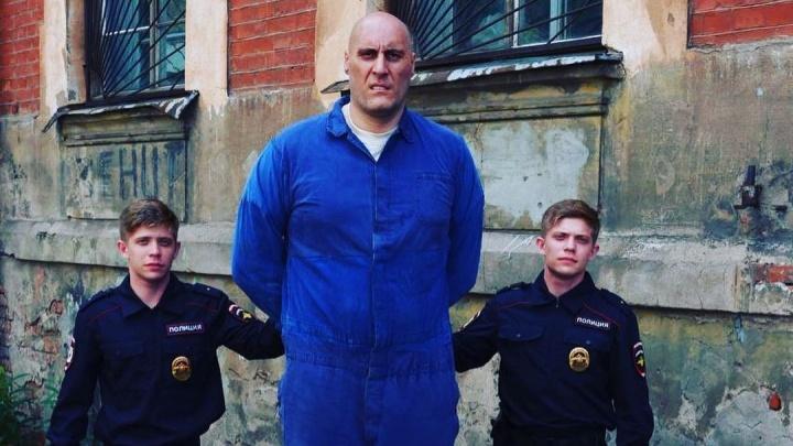 Самый высокий новосибирец снимается в сериале со звездами — он играет Сашу Единорога. Кадры со съемок