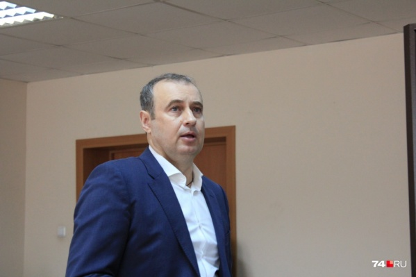 В июне 2017-го Копейский суд приговорил Вячеслава Истомина к четырем с половиной годам колонии строгого режима, но прошлой осенью экс-мэр добился условно-досрочного освобождения