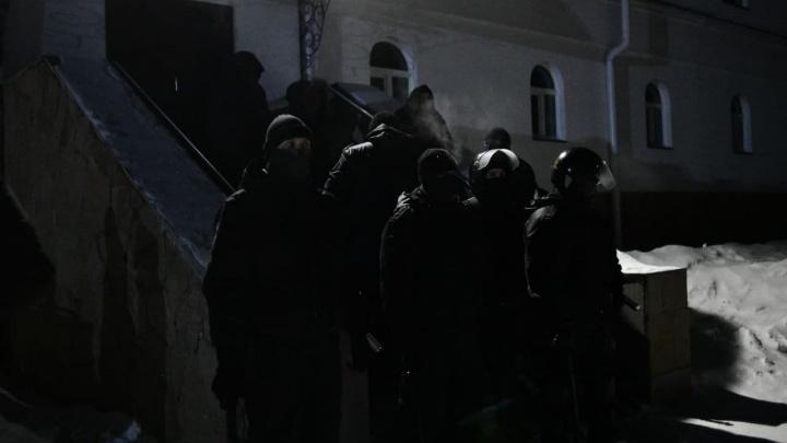 Проверяют всех монахов с бородой. Что ищет ОМОН в Среднеуральском монастыре?