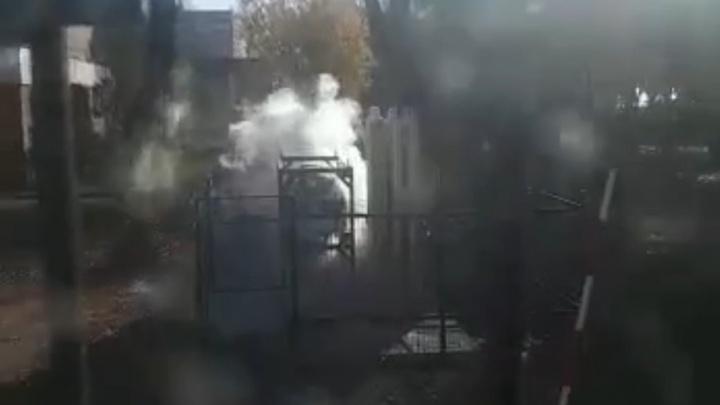 «Страшно после прошлогоднего взрыва». Пациентов челябинской больницы напугали выбросы пара на кислородной станции
