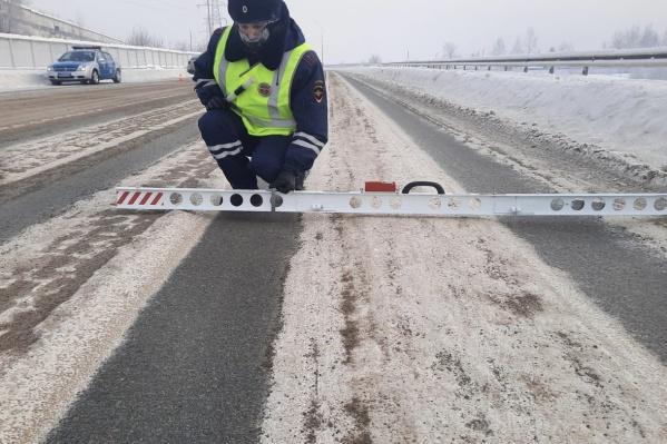 Колеи на Дубровинского в январе. Вчера там произошла авария с гибелью одного пассажира