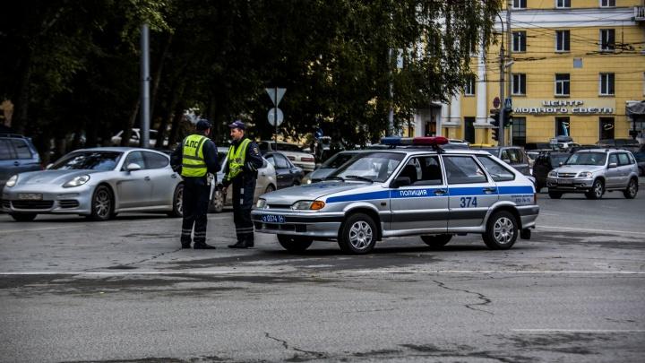 В центре Новосибирска томич напал на автоинспектора после просьбы не нарушать порядок