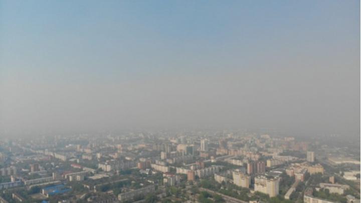 В Тюмени из-за пожаров загрязнен воздух. Людей просят реже выходить на улицу и не открывать окна