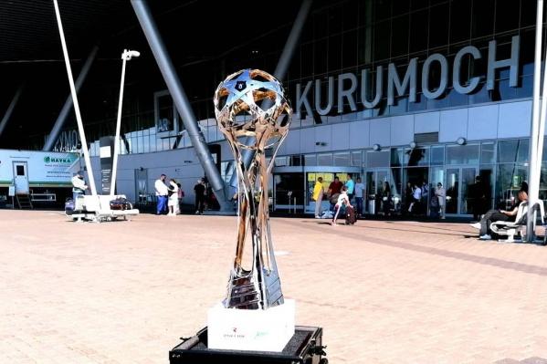 Первая остановка трофея — аэропорт Курумоч