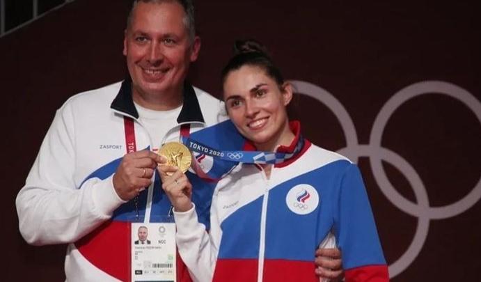 «Путь был не быстрый»: отец сибирячки, взявшей золото на Олимпиаде, рассказал, какой ценой досталась ей победа